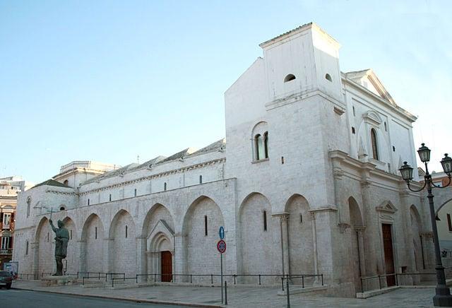 Basilica del Santo Sepolcro con il Colosso (foto di Achille83)