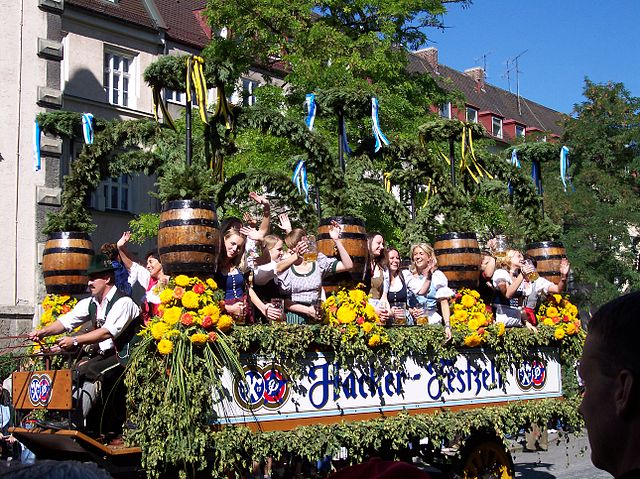 Sfilata all'Oktoberfest (foto di Poco a poco)