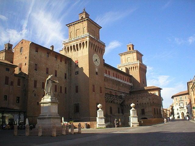 Ferrara, Castello Estense (Foto di MARNAPAS)
