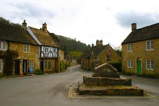 Castle Combe, il più bel villaggio inglese