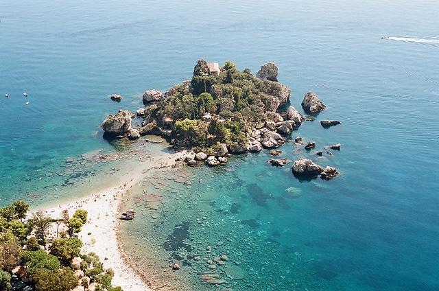 Dove andare al mare a Taormina: l'Isola Bella. Foto di gnuckz