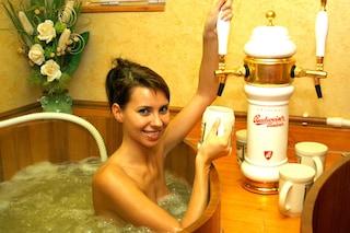 Con la birra fino alla gola: ecco le Spa in cui immergersi nella bevanda al luppolo