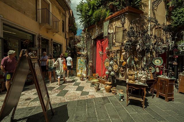 Taormina e lo shopping: il Corso Umberto I. Foto di Rodrigo Silva