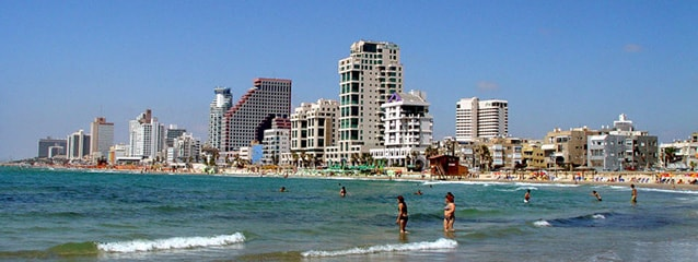 Le spiagge di Tel Aviv. Foto da Wikipedia.