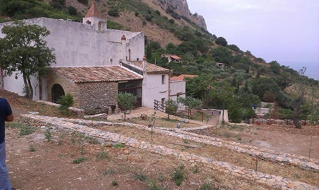 Muretti a secco Santuario Madonna dei Furi.