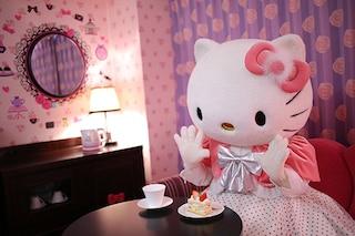 In vacanza con Hello Kitty: voli, hotel, parchi e bar dedicati all'icona pop