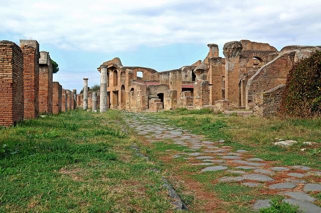 Ostia, quartiere ad ovest di Roma raggiungibile con la linea ferroviaria Roma – Lido