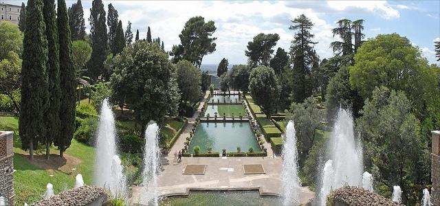 Spianata delle Tre Peschiere (Villa d'Este – Tivoli), un tempo utilizzata per allevare il pesce
