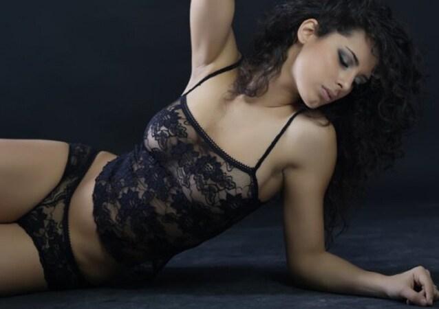 la modugno rischia l'esclusione dal concorso per le foto sexy