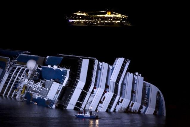 Enrico Mentana a TgLa7 non si occuperà più della Costa Concordia a meno che non ci siano importanti sviluppi sul caso: si oppone alla trasformazione della tragedia in un reality infinito