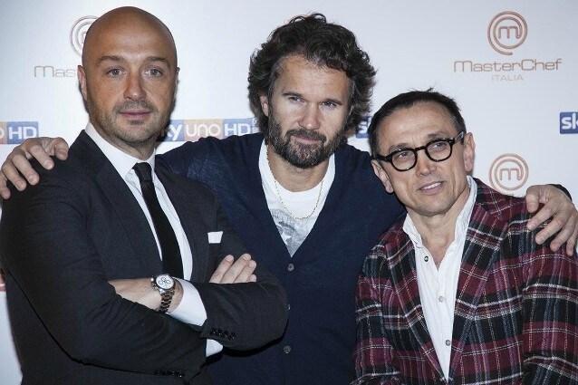 La seconda edizione di Masterchef Italia partirà giovedì 13 dicembre 2012 alle 21,10 su Sky Uno. Un appuntamento fisso ogni settimana con i 18 concorrenti, per eleggere il nuovo Masterchef messo a dura prova dal giudizio di Carlo Cracco, Joe Bastianich e Bruno Barbieri.