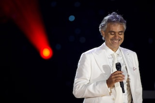 Programmi TV di stasera 28 aprile: Un nuovo giorno-Andrea Bocelli Live su Rai Uno, Le Iene Show su Italia Uno