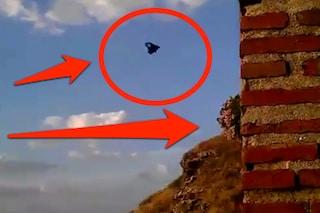 Il paracadute non si apre, muore lo chef della tv spagnola: ecco il video choc