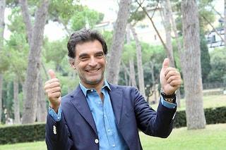 """Tiberio Timperi compie 50 anni, travolto dal caso """"bestemmie"""": chiesta la sospensione"""