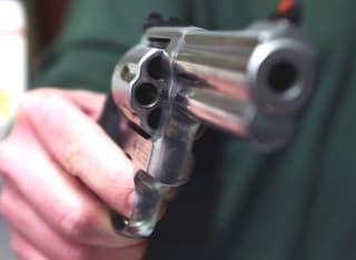 Dramma a Foggia, carabiniere di 39 anni si suicida in caserma con la pistola d'ordinanza