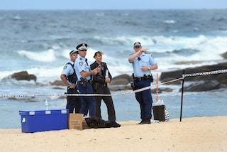 """Australia, trovato su una spiaggia il corpo di una bimba di 9 mesi: """"Gettata in mare dal padre"""""""