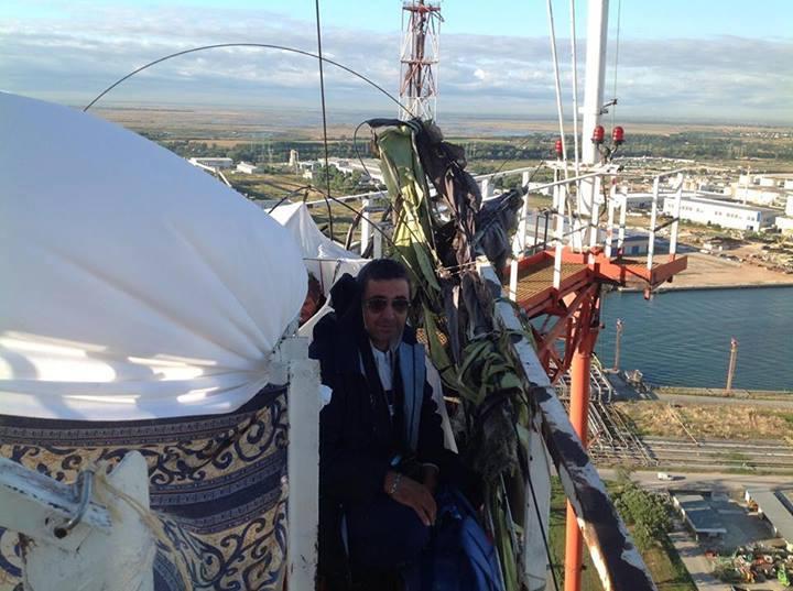 La torre dello stabilimento occupata a Porto Marghera