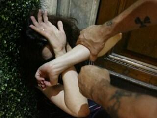 Foggia, minaccia la madre anche in piena notte per soldi e le estorce 10mila euro, arrestato