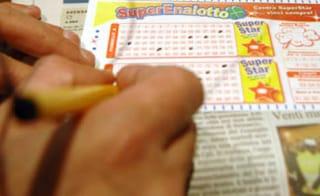 Emergenza Covid, da domani stop a Superenalotto, Lotto e slot machine