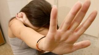 """Torino, violentata da due uomini in uno scantinato: """"Usata come merce di scambio per la droga"""""""