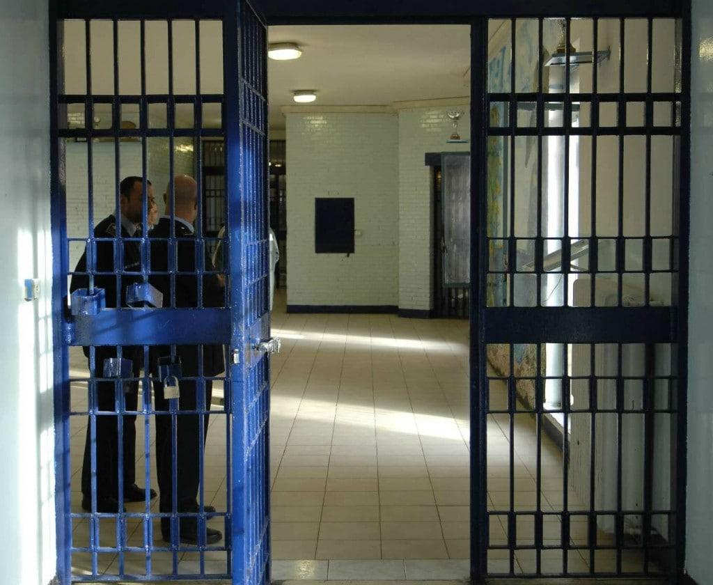 """Asti, ai domiciliari con la suocera aggredisce carabiniere per farsi arrestare: """"Meglio il carcere"""""""