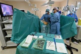 Brindisi, ginecologo si esercita in camera operatoria con carne di pollo e manzo:sotto procedimento