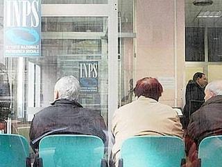 Pensioni di luglio in pagamento alle Poste dal 24 giugno: il calendario per ritirarle in contanti