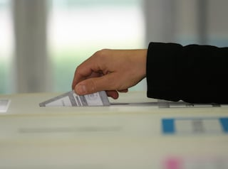Elezioni con il Covid, la proposta di legge per far votare a distanza i cittadini fuori sede