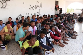 Migranti, l'inferno delle torture nelle carceri libiche raccontato dai testimoni