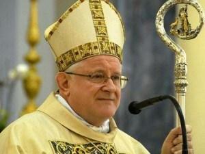 Monsignor Zenti, vescovo di Verona: le chiese resteranno chiuse, ma ha dato ordine che tutti i giorni alle 18 suonino tutte le campane della diocesi.