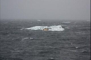 Caraibi, barca con a bordo 20 cadaveri trovata al largo di Turks e Caicos: ci sono anche due bambini