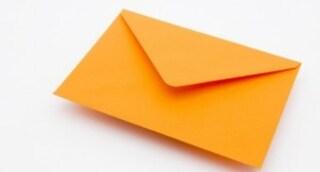 Addio alla busta arancione: governo la elimina per pagare gli stipendi del nuovo cda Inps