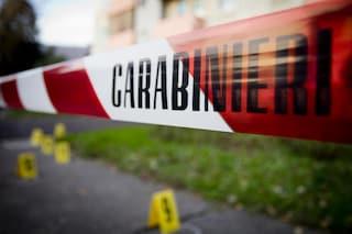 Piacenza, donna morta in casa con tagli alla gola: irreperibili il marito e i figli di 2 e 5 anni