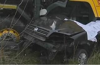 Vicenza, si cappotta con l'auto e finisce sotto un camion in sosta: Mirko muore a 18 anni