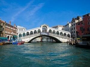 Manovra, a Venezia arriva tassa di soggiorno per il turismo ...