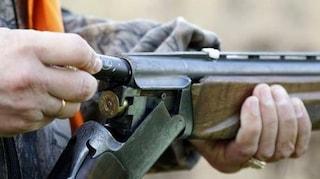 Firenze, cacciatore cade in un dirupo, si spara accidentalmente e muore