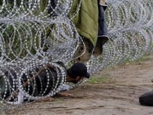 Costruisce falso confine Russia-Finlandia e chiede 10mila euro ai migranti per varcarlo: arrestato