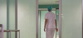 Pordenone, tentato omicidio in corsia: paziente accoltella infermiera e la ferisce gravemente
