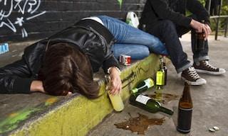 Inghilterra: azienda fa lavorare i dipendenti dal letto se la sera prima si sono ubriacati