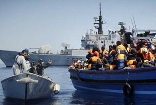 Migranti, bloccati due presunti scafisti che erano a bordo della Aita Mari: uno ha 14 anni