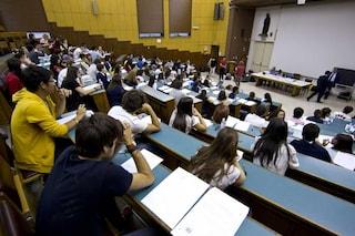 """Taranto, le richieste del prof per un 30 e lode: """"All'esame indossa intimo color salmone"""""""