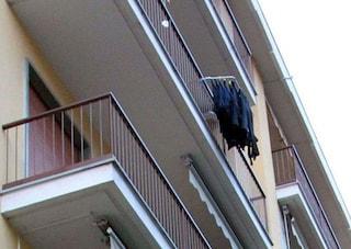 Tragedia a Ragusa: si affaccia dal balcone ma scivola e cade, muore donna di 62 anni