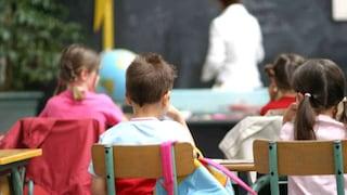 Crollano gli stipendi degli insegnanti italiani: dal 2008 mille euro in meno all'anno