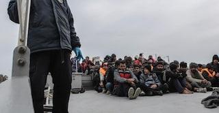 """Migranti, condizioni impossibili e fughe dai centri. I sindaci: """"Così non va"""""""