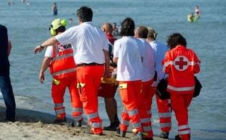 Lido di Camaiore, dramma in vacanze: turista muore in mare davanti agli occhi della moglie