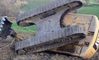 Tragico incidente sul lavoro a Potenza, escavatore si ribalta: Antonio muore schiacciato