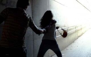 Escalation di minacce contro l'educatrice, minore arrestato con bottiglia di acido muriatico a Genova