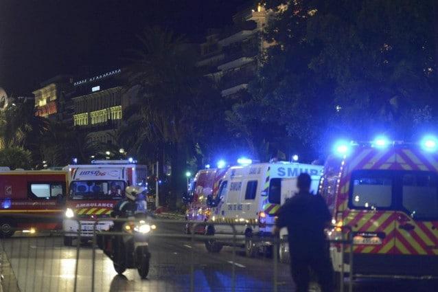 Nizza, strage sulla Promenade des Anglais: camion sulla folla