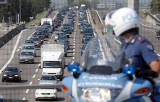 Incidente sull'autostrada A1 a Reggio Emilia: morto motociclista. Traffico per i curiosi