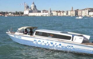 """Venezia, uccide la moglie con un coltellata al cuore: """"Non entrate a casa e chiamate la Polizia"""""""